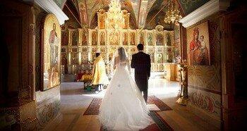 Венчание пары в церкви