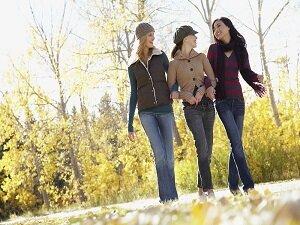 Один из способов развлечения - прогулка с друзьями