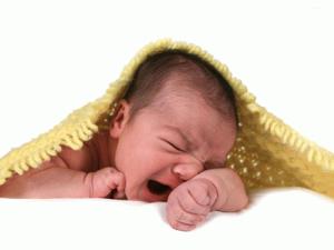 Капризность новорожденного ребенка во время упражнений для держания головки