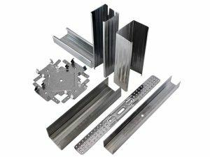 Использование металлических профилей при монтаже потолка