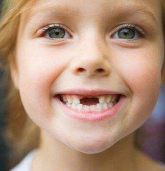 Девочка с лучезарной улыбкой