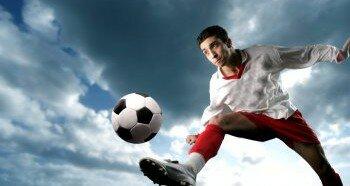 Удар по мячу в футболе