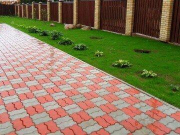 Красная и серая тротуарная плитка