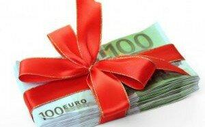 Вручение денег в подарок