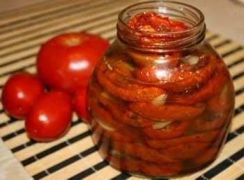 Вяленые помидоры в стеклянной банке