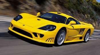 Желтый спорткар