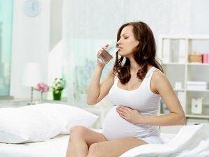 Обильное питье - причина появления отеков при беременности