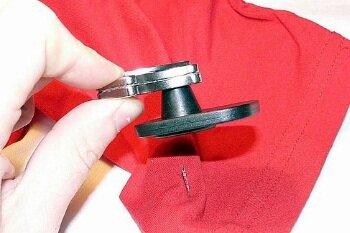 Снятие магнита с одежды
