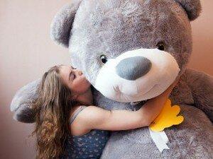 Большой плюшевый медведь в подарок