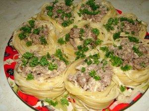 Макароны-гнезда с мясом