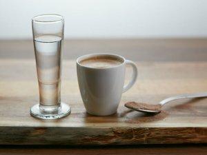 Добавление самбуки в кофе