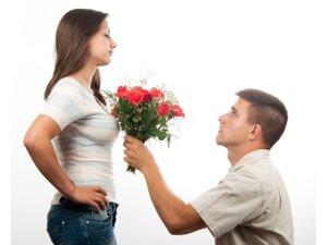 Попытки привлечь внимание девушки