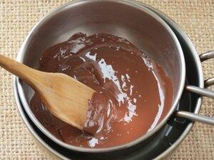 Постоянное помешивание шоколада