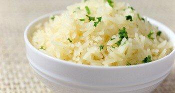 Рассыпчатый рис на воде