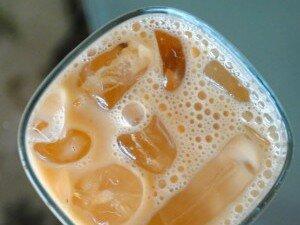 Чай с молоком со льдом